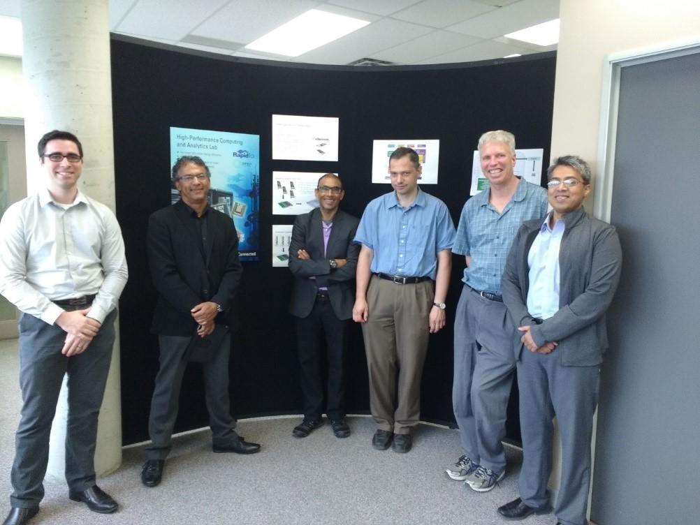 De gauche à droite : Steve Lamontagne (IDT), Gregory Richards (Telfer), Devashish Paul (IDT), Miodrag Bolic (École de science informatique et de génie électrique), Liam Peyton (École de science informatique et de génie électrique) et Mohammad Akhter (IDT)